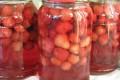 Как приготовить консервированный клубничный компот