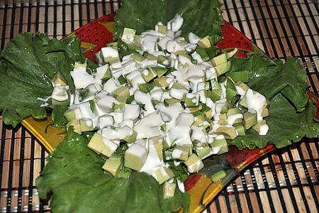 Как сделать праздничный салат из крабового мяса и авокадо